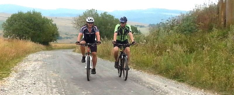 Cyklisti pocas minulorocnych cyklopatrani orezane