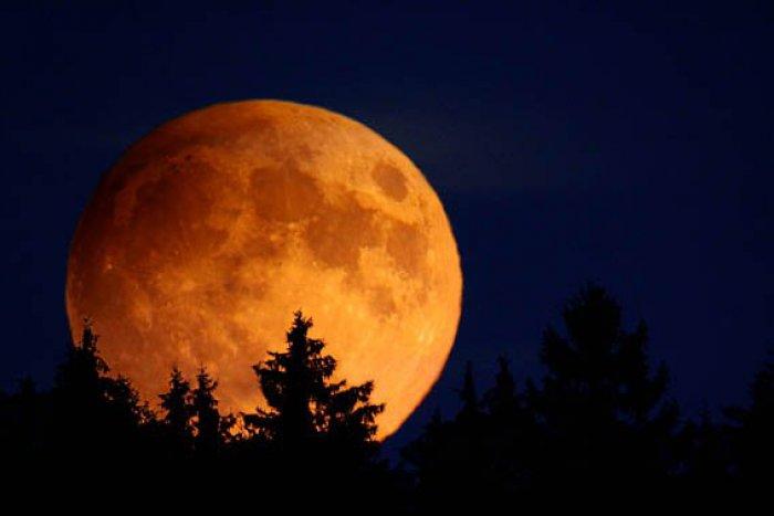 Zatmenie Mesiaca aj nočná prehliadka hradu